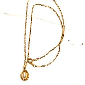 Gold pearl vintage necklace